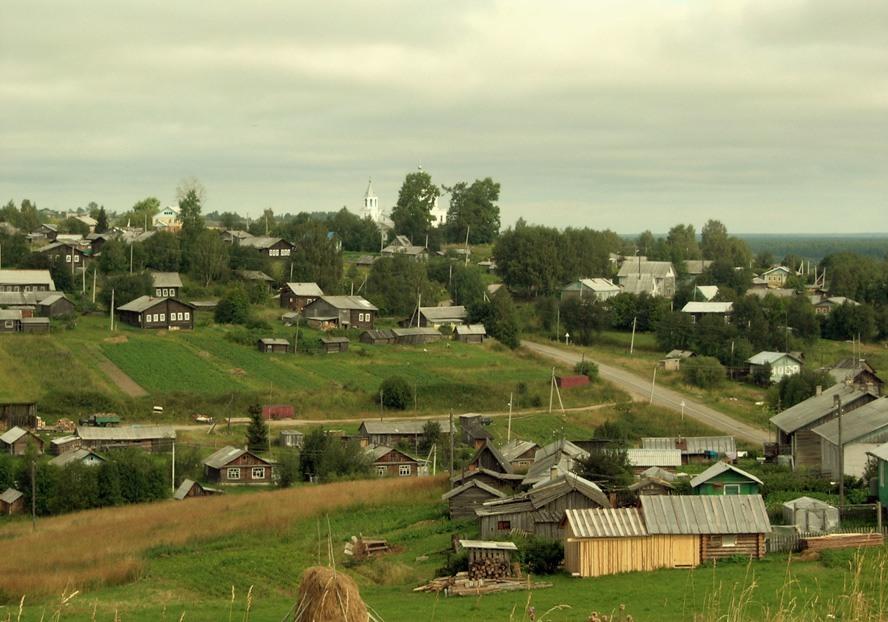 Село имеет церковь, а в деревне ее нет