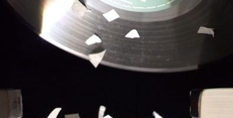 Физический эксперимент — танцующие бумажки